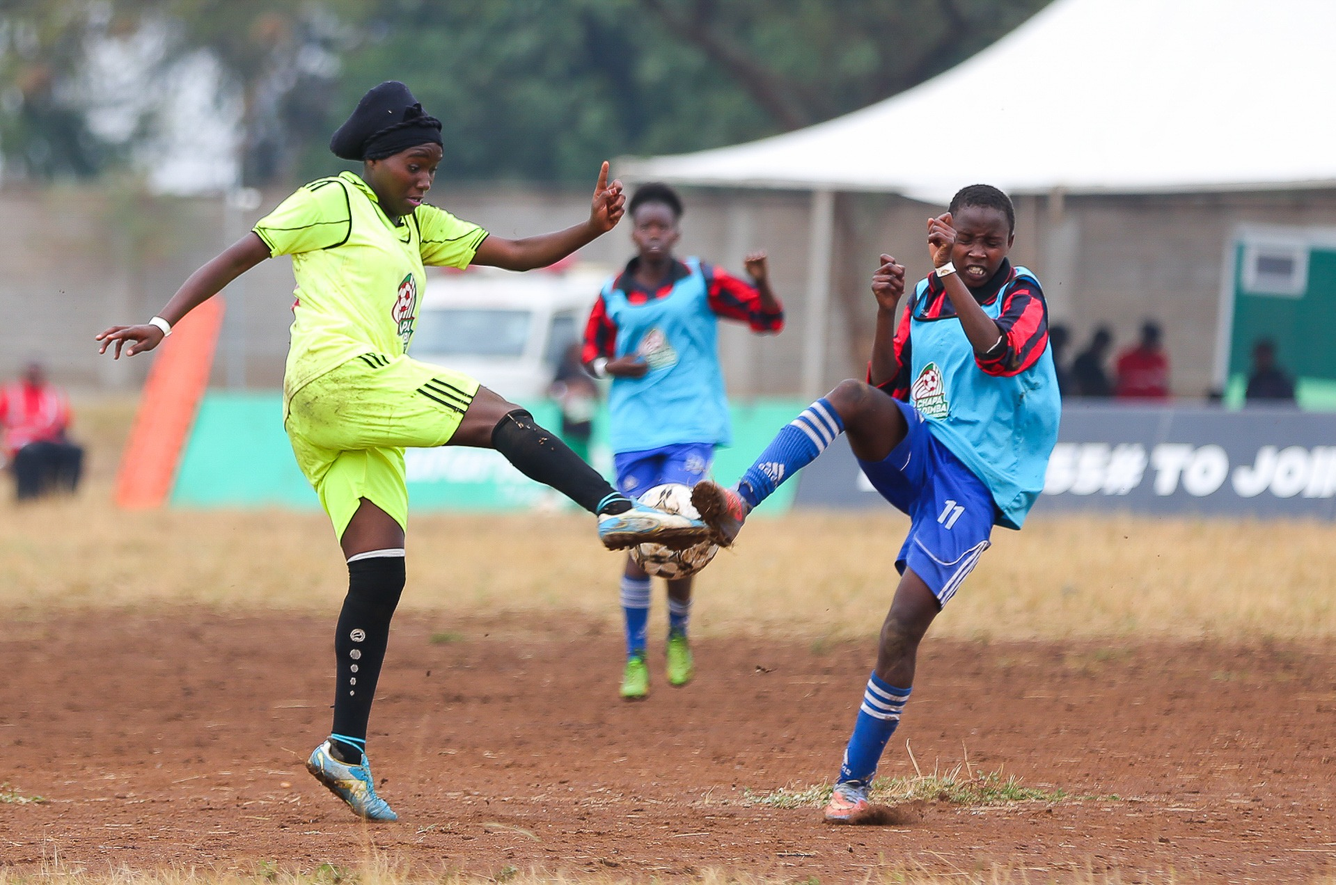 Jane Njeri (right) vies for the ball during the Central Region Chapa Dimba Na Safaricom semifinals staged at the Thika Technical Training Institute on March 3.